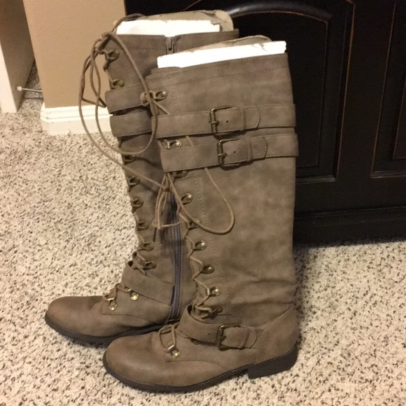 Boots. Size 6.